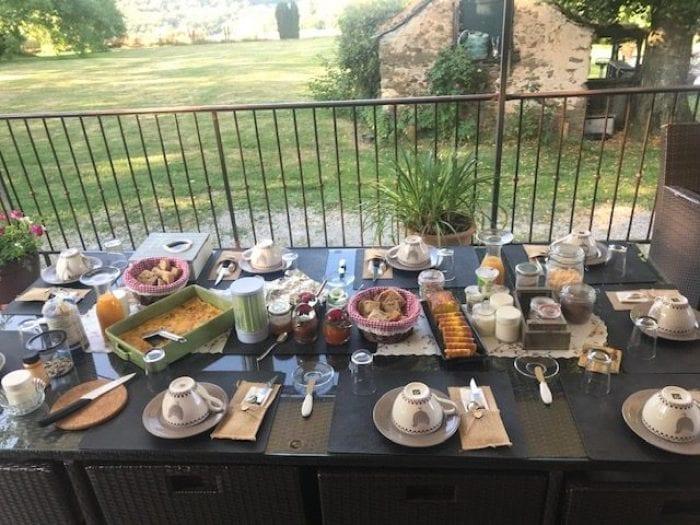 Petit déjeuner et Chambre d'Hôtes à la Longère de Cabanès en Aveyron